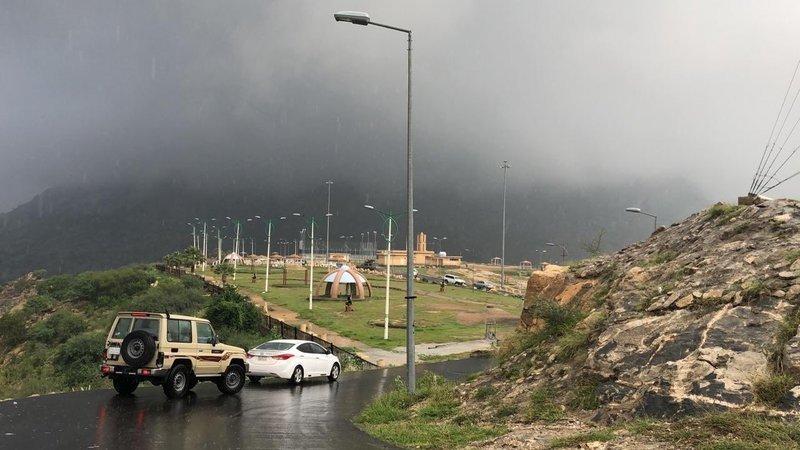 """مجدداً.. """"مدني"""" جازان تحذّر من التقلبات الجوية: ابتعدوا عن مجاري السيول"""