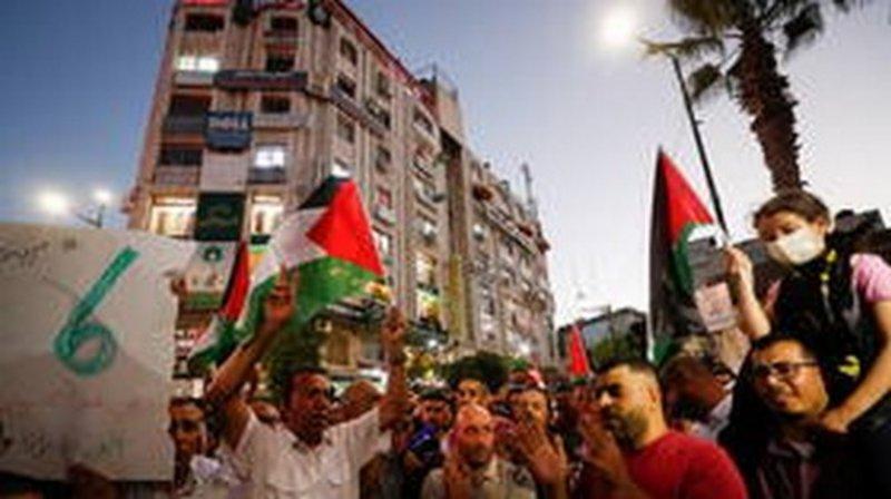 فلسطين.. مسيرات ومظاهرات حاشدة على الحواجز ونقاط التماس في الضفة الغربية
