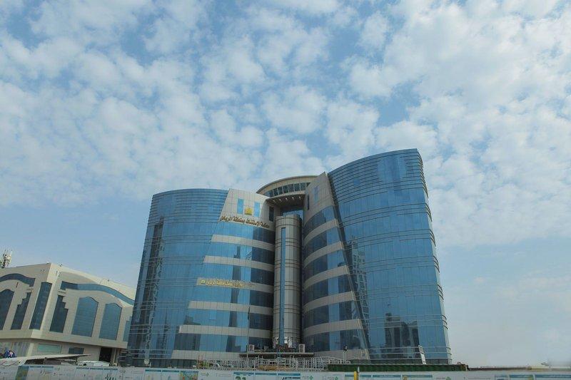 أصدرت محكمة الاستئناف في الرياض حكماً يقضي بإدانة 24 متهماً ما بين مواطنين ومقيمين، مثلوا تشكيلاً عصابياً منظماً للقيام بجريمة غسل أموال لمبالغ تقارب 17 مليار ريال، ومعاقبتهم بالسجن لمدد تصل إلى 20 عاماً، لإدانتهم بما نسب إليهم. وحكمت المحكمة بمنع المواطن