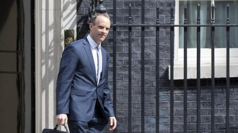 الأزمة الأفغانية تجرِّد وزير الخارجية البريطاني من منصبه