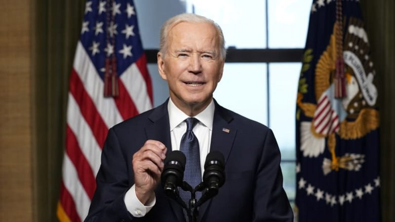 الرئيس الأمريكي يرفض الدعوات بإقالة رئيس الأركان