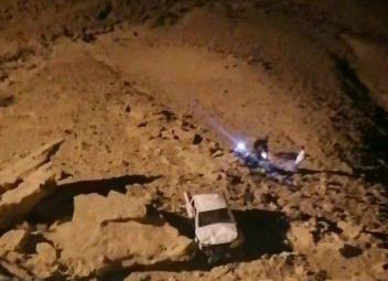 """وفاة ٤ أشخاص وإصابة ٥ آخرين إثر سقوط مركبتهم من """"نهاية العالم"""" بجبال طويق"""