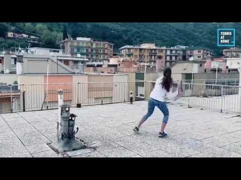 إيطاليا : لعب التنس فوق أسطح المنازل